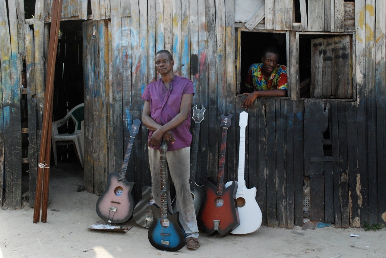 Socklo - genuis guitar maker of Kinshasa