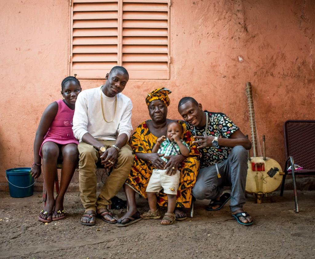 Sidiki Diabate and Iba One at the Diabaté house in 'Ntomikorobougou