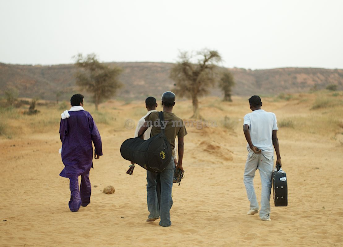 Bombino and band off to jam outside Niamey, Niger, Feb 2013 (c) Andy Morgan