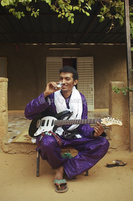 Bombino Niamey Feb 2013 © Andy Morgan 8