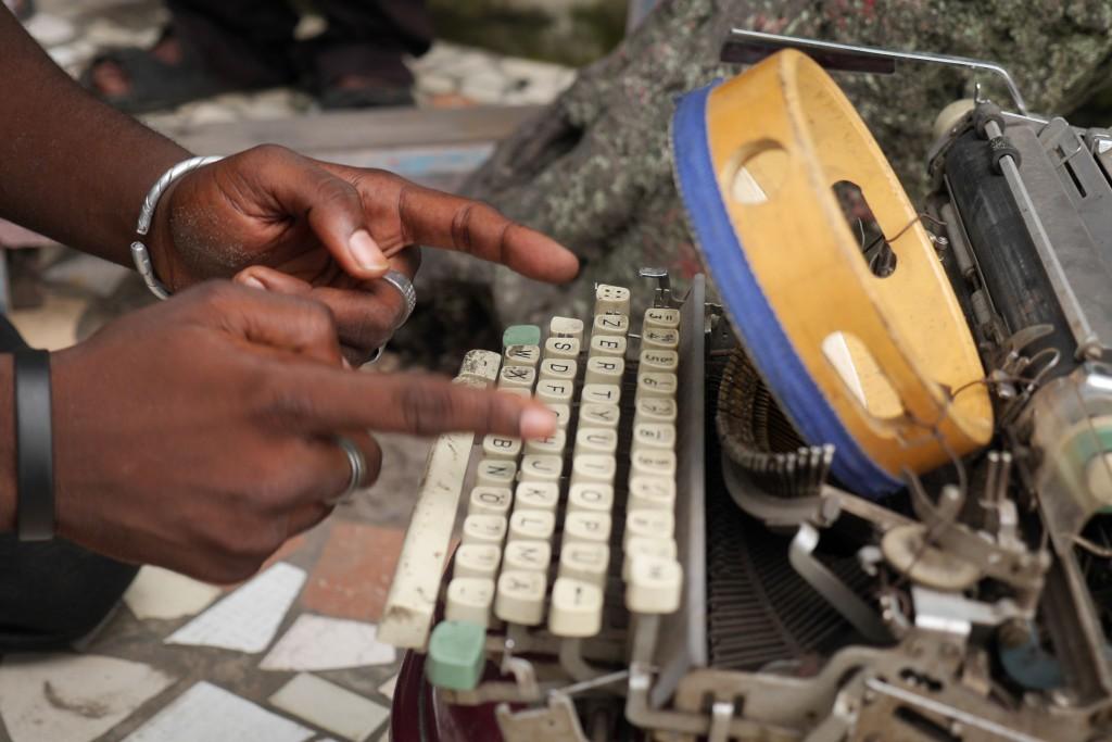 Keyboard Percussionist, Kinshasa. (c) Renaud Barret