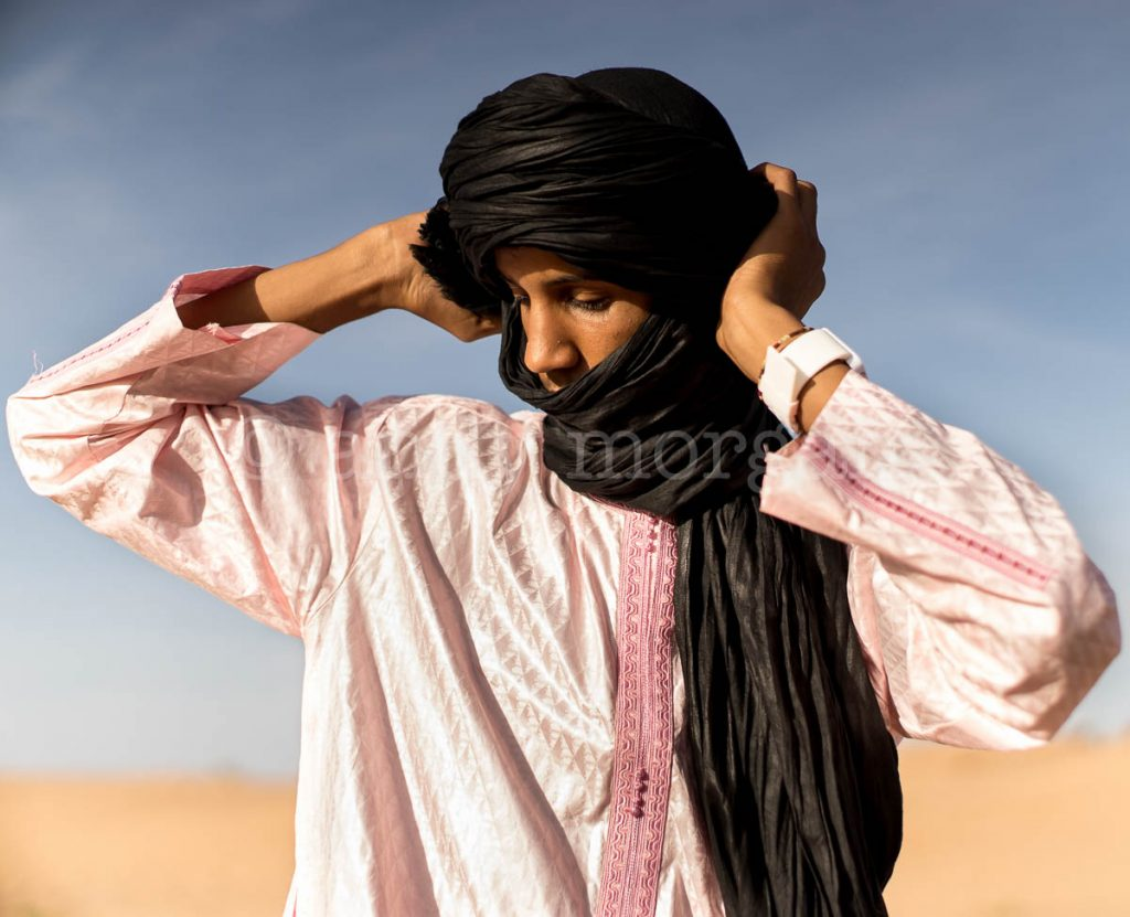 A member of Les Jeunes Nomades adjusting his turban
