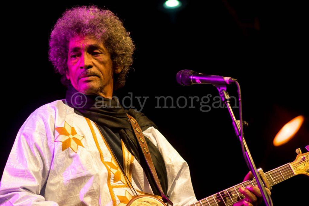 Ibrahim from Tinariwen onstage at Taragalte Festival 2017